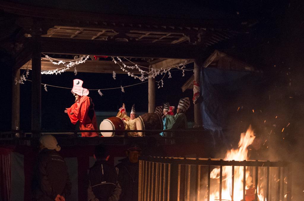 神楽舞と御神火