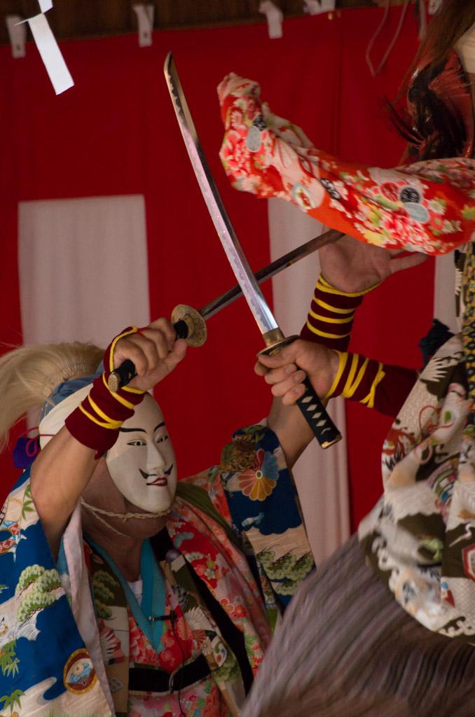 荒雄川神社祭典「御神楽奉納」の一場面